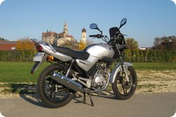 Yamaha YBR 125 in front of Schloss Sigmaringen, in october '09